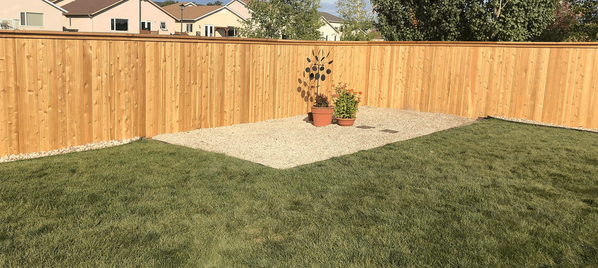 wooden fencing builder Winnipeg, MB